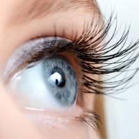 Почему болят глаза и как снизить красноту