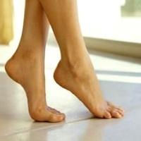 Почему отекают ноги и как с этим бороться самостоятельно?