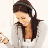 Почему вредно слушать громкую музыку в наушниках?