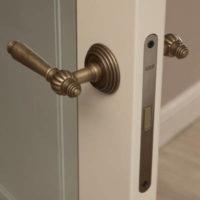 Какие лучше выбрать замки для межкомнатных дверей